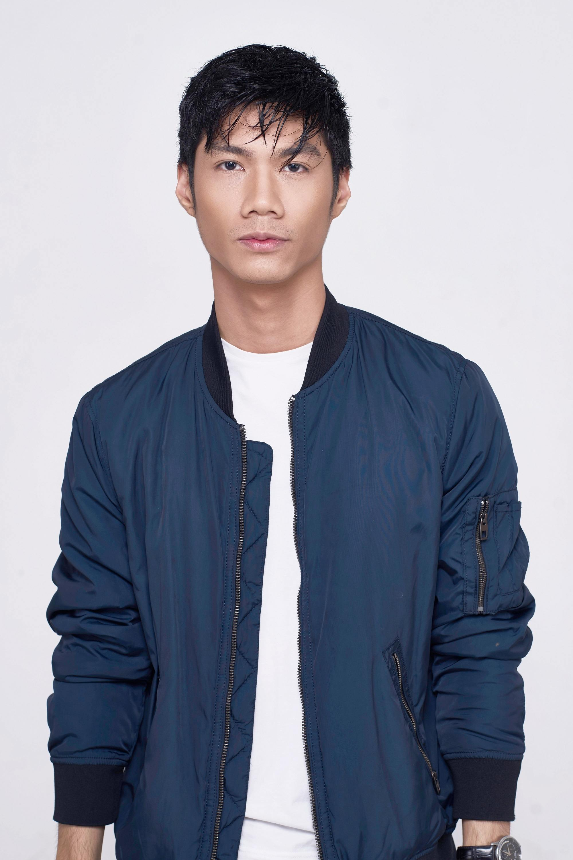 How to style short hair for men: Asian man with short black hair wearing a blue jacket and white shirt