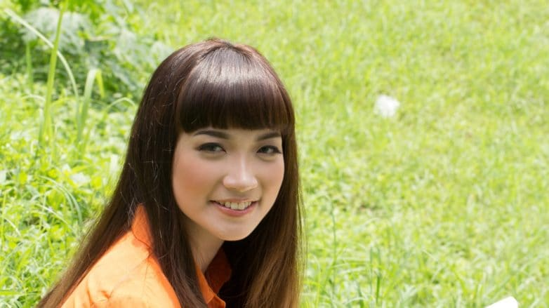 how-to-style-blunt-bangs-for-long-hair-feature-image-782x439.jpg