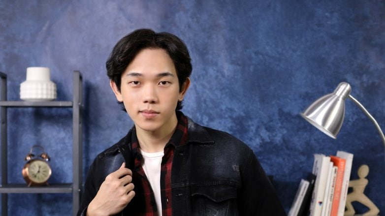 Korean-Wavy-Hairstyle-for-Men-feature-image-natasha-estelle-782x439.jpg