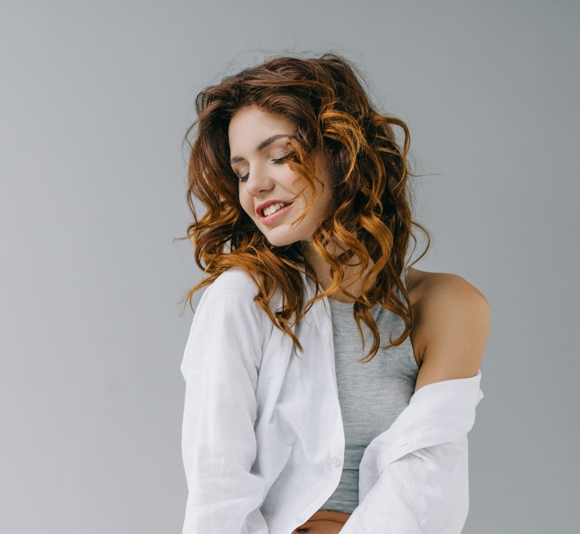 Woman with curly hair with brown highlights
