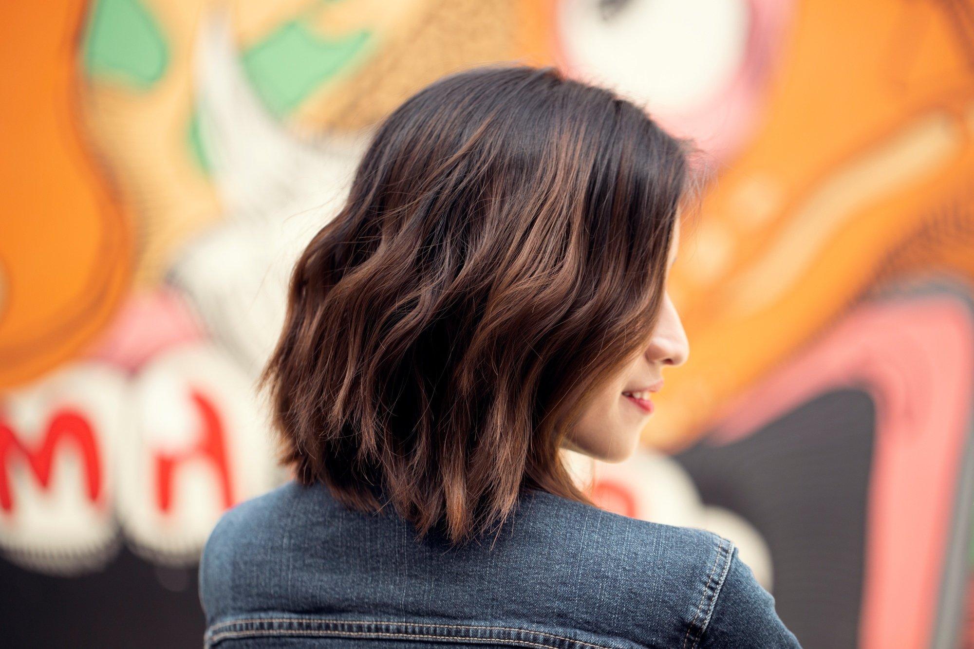 Short wavy hair ideas: Woman with short brown wavy tousled hair