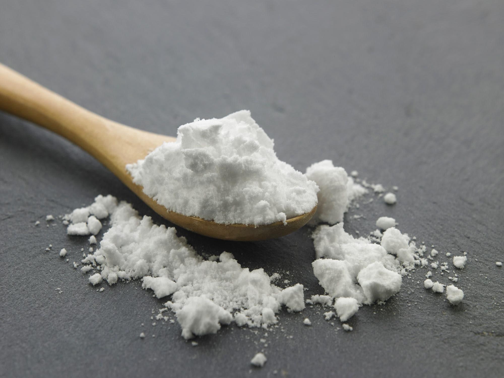 Natural dandruff remedies: a spoonful of baking soda