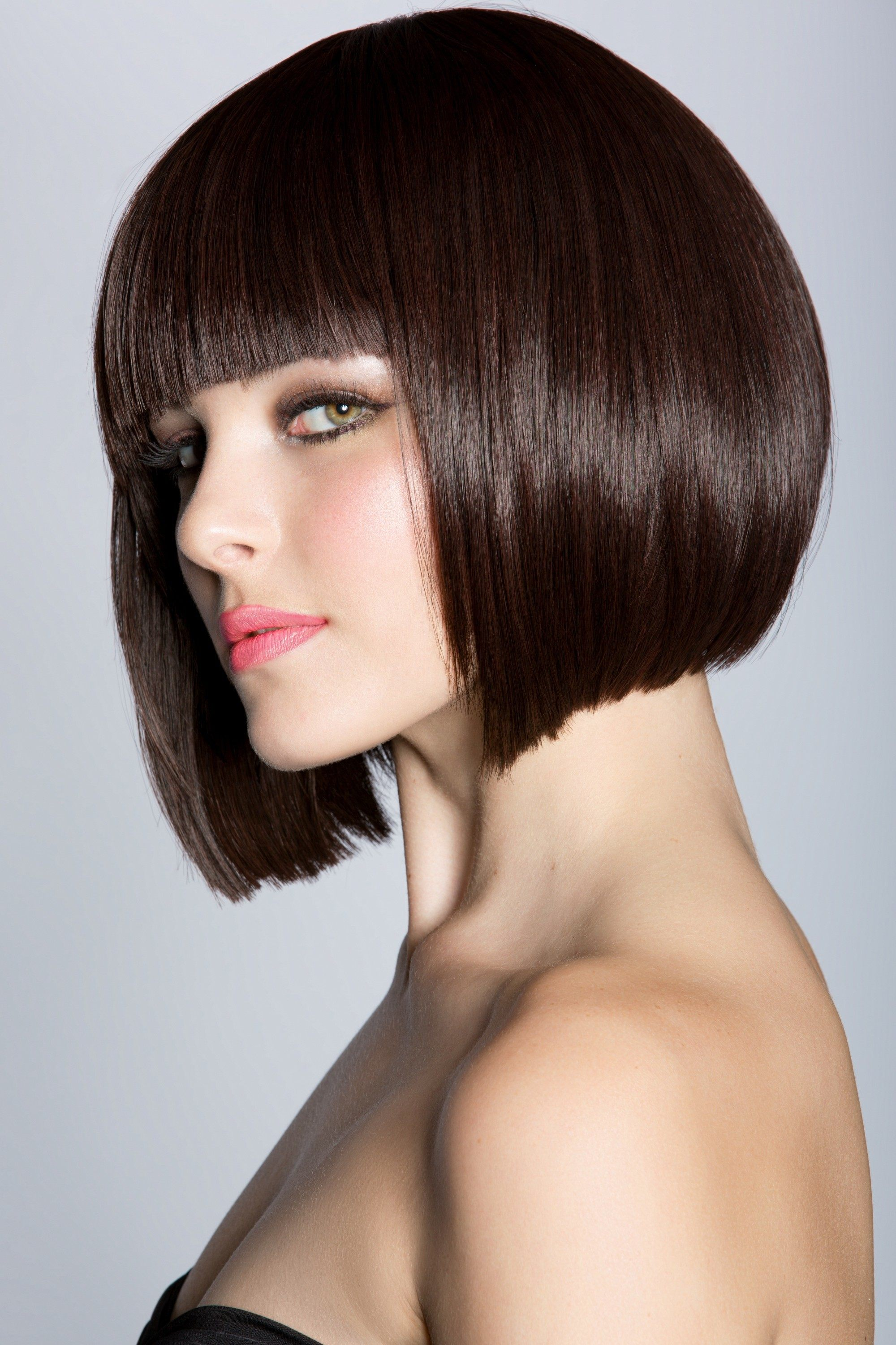 Apple Cut Hair: Modern Looks to Reinvent the Classic Trend
