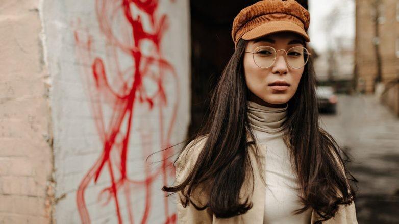 Hair selfie: woman wearing a newsboy cap