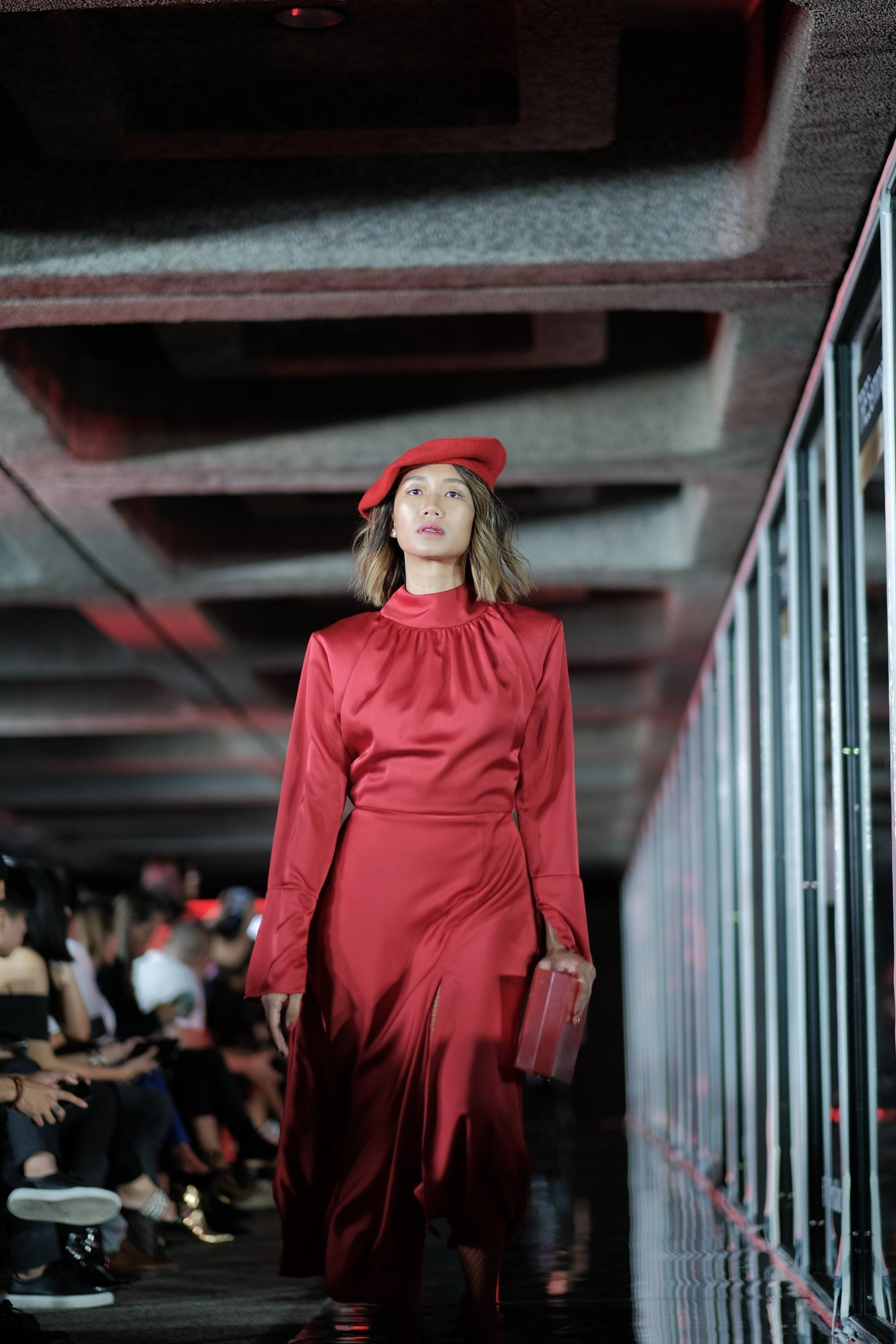 TRESemme Runway 2019: model with a brown balayage in a red dress and hat