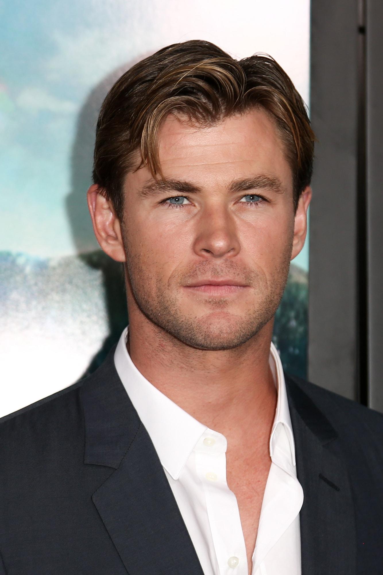 ทรงผมแสกกลางชาย แบบ คริส เฮมส์เวิร์ธ (Chris Hemsworth)
