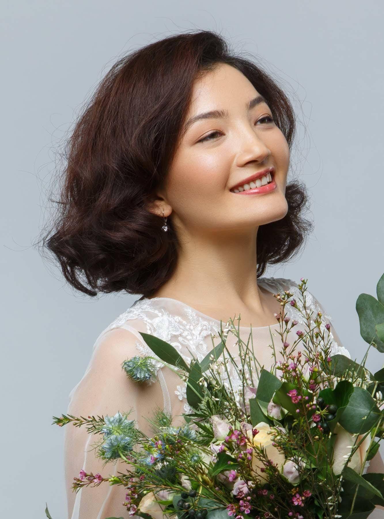ผู้หญิงเอเชีย ผมสั้นดัยกโคน
