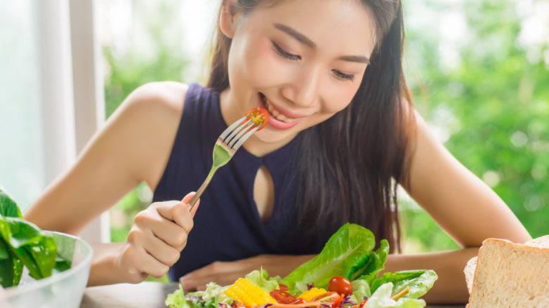 อาหารที่ดีต่อหนังศีรษะ อาหารบำรุงผม สลัดผัก สุขภาพดี