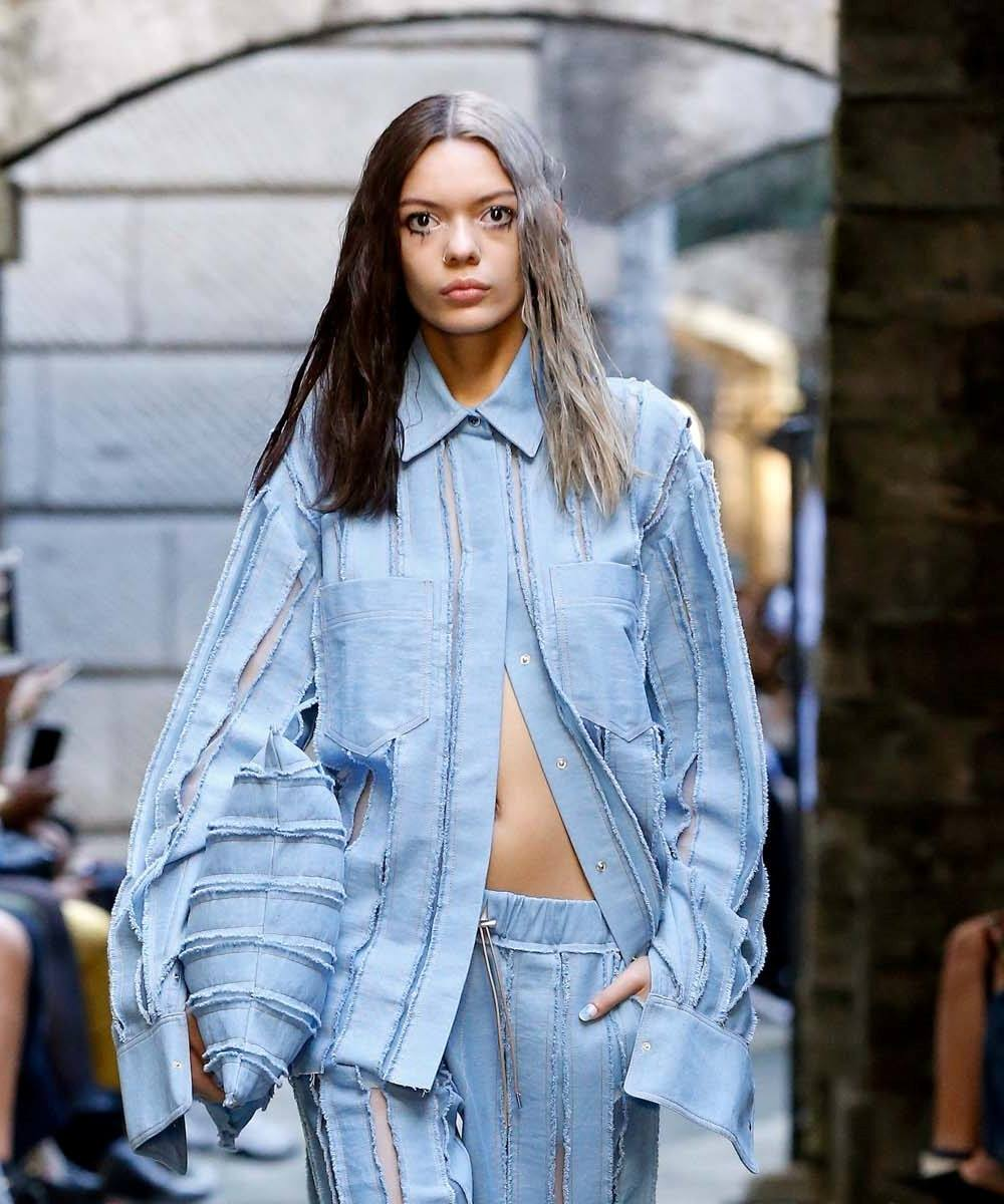 นางแบบ ผมยาว ทำผมสองสี ขึ้นเวที London Fashion Week SS20