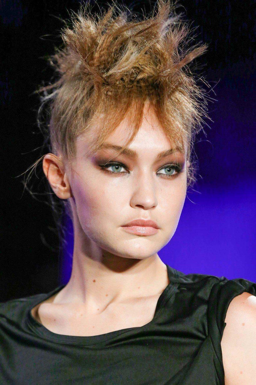 GiGi Hadid ขึ้นเวทีแฟชั่นโชว์ของ Tom Ford New York Fashion Week SS20