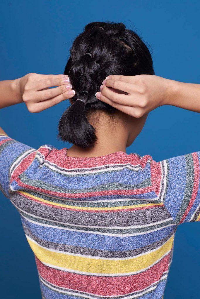 ผู้หญิงเอเชีย ผมประบ่า สาธิตวิธีถักเปีย เปียปีกผีเสื้อ pull through braid