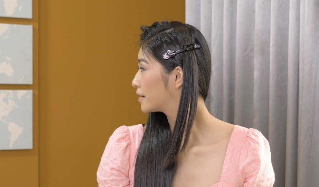 ผู้หญิงเอเชียไว้ผมยาว สีดำ กำลังถักเปีย เปียผมยาว
