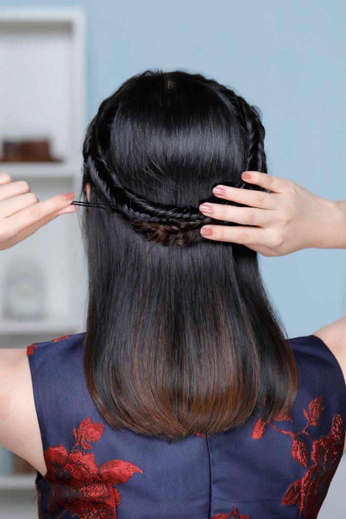 ผู้หญิงเอเชียผมยาวประบ่า ถักเปียก้างปลาครึ่งหัว